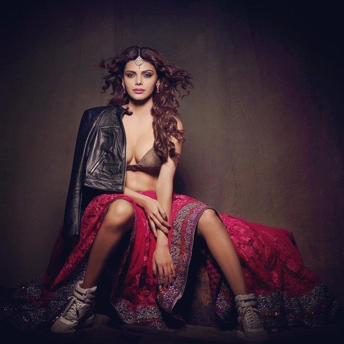 Actress Sherlyn Chopra Hot Instagram Pics