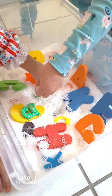 Five different sensory bins all using Instant Snow! #sensoryplay #preschool #winter