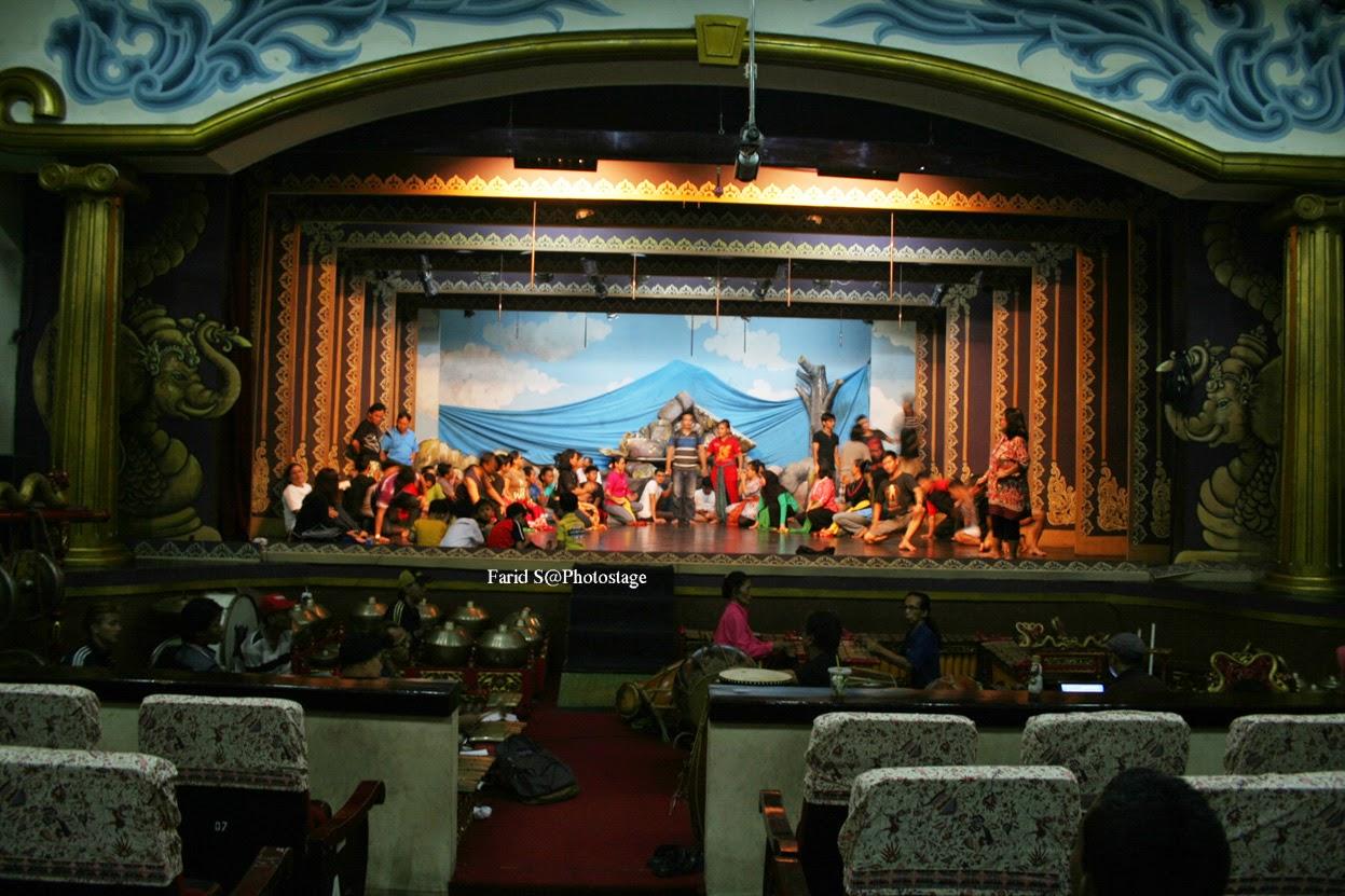 memotret wayang orang Bharata Jakarta