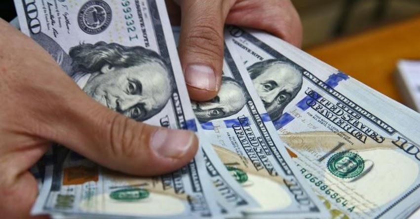 Algunos analistas prevén que el dólar seguirá bajando en 2018 y otros que subirá