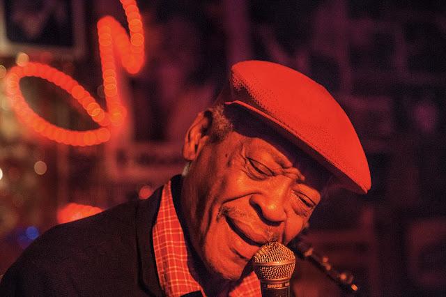 Fotógrafo conta história do jazz e blues com imagens e lança livro 'Cold Hot' no Flipoços