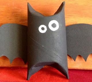 manualidad con rollos de carton de papel higienico para halloween