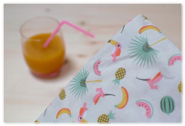 tissu à motifs et jus de fruit tropical beige rose vert jaune orange