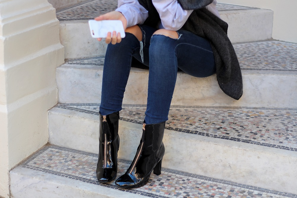 peexo fashion blogger wearing ripped jeans and patent boots