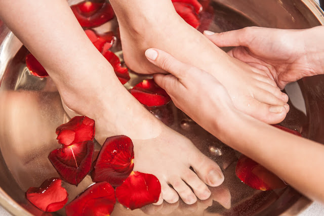 7 Different Types Of Pedicures for Healthy And Happy Feet