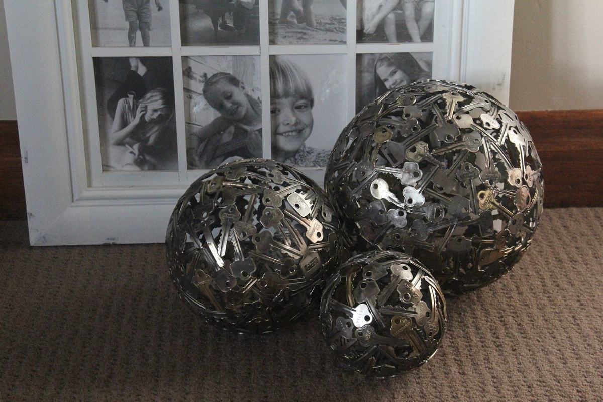 08-Key-Balls-Michael-Moerkerk-Upcycling-Keys-to-make-sculptures-and-Accessories-www-designstack-co