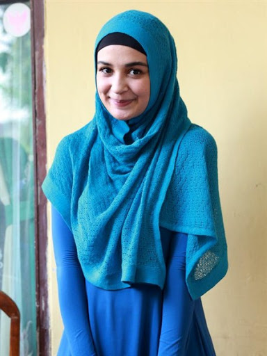 trend model gaya hijab ala shireen sungkar terbaru 2017/2018