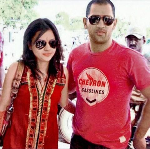 Cricketoria: Dhoni's wife Sakshi Marriage Photos