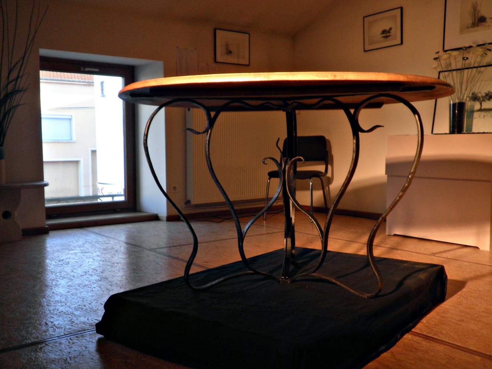 table en fer forgé style Art Nouveau