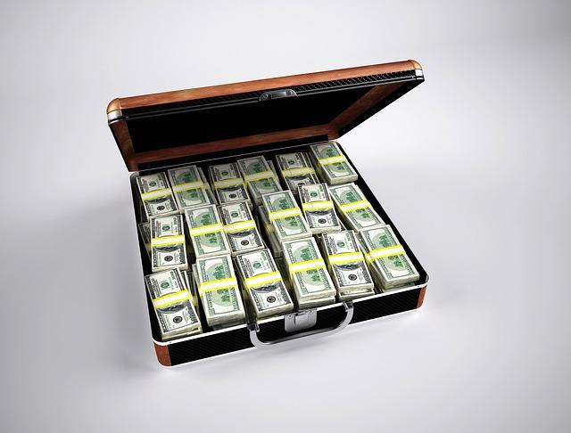 Billetes en maleta