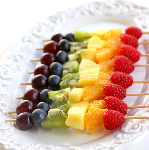 Make these delicious-looking fruit skewers with blueberries, kiwi ...