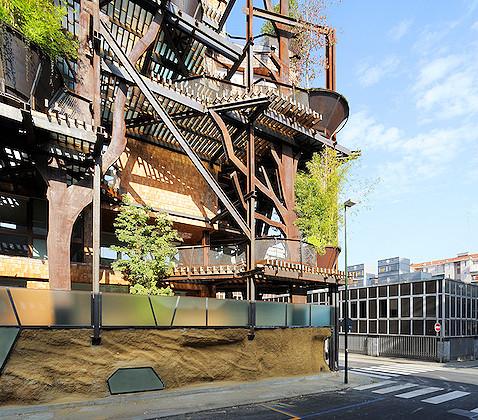 Un video all 39 interno di 25 verde l 39 edificio giungla di torino for Casa design torino