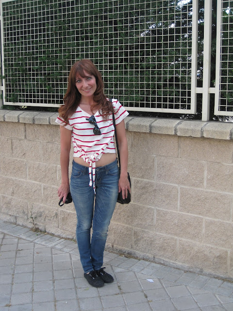 Crop top y vaqueros / Crop top and jeans