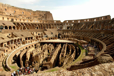 Como surgiu o Coliseu Romano?