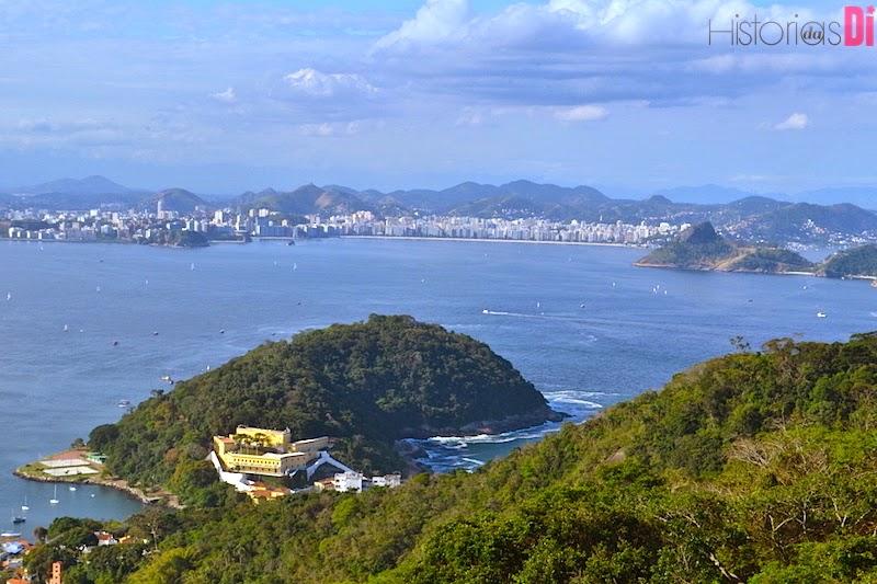 O Forte São João e Niterói ao fundo