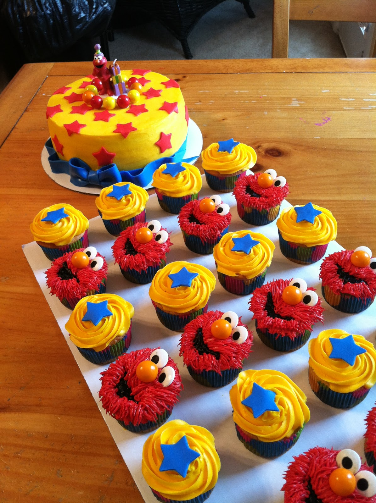 Introducing Elmo Cake And Cupcakes