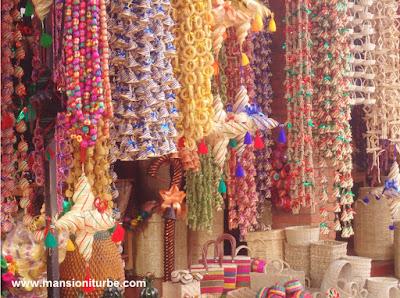 Mercado de Artesanías en Tzintzuntzan en la Ribera del Lago de Pátzcuaro
