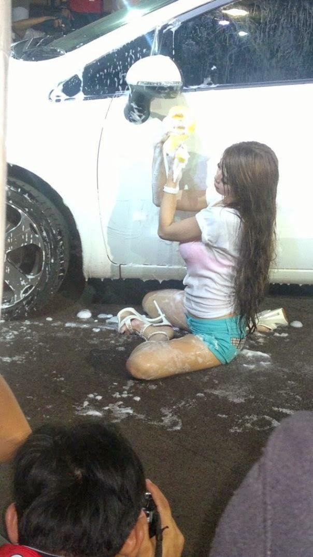Foto Sexy Car Wash Naomi Alexandra IIMS 2013
