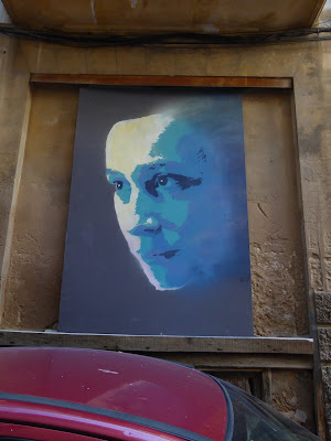 Skepsis in Blau- großes 3-Farb-Stencil aus Palma de Mallorca