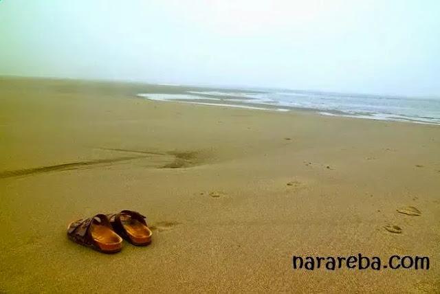 Sepasang Sandal