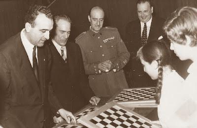 Joaquín Ruiz-Jiménez en 1955 en la Escuela Ramón Llull