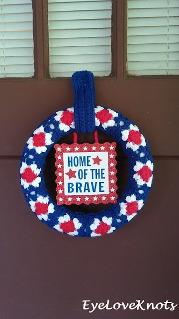 https://eyeloveknots.com/2018/06/grannys-patriotic-wreath-free-crochet-pattern.html