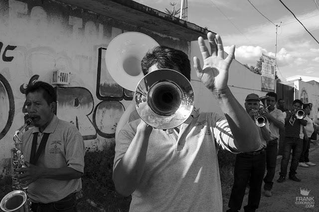 trompetista en fiesta de oaxaca