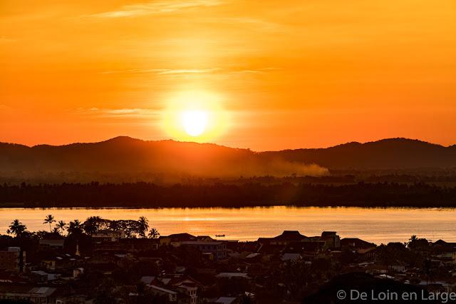 Sublime coucher de soleil depuis la colline des pagodes - Mawlamyine