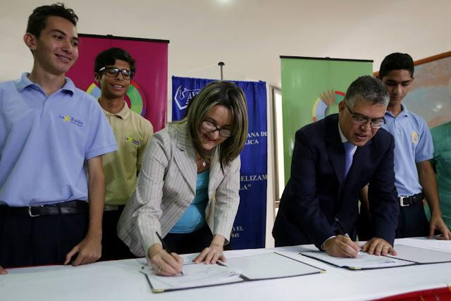 Gobierno firmó convenio con la AVEC por más de Bs 40 mil millones