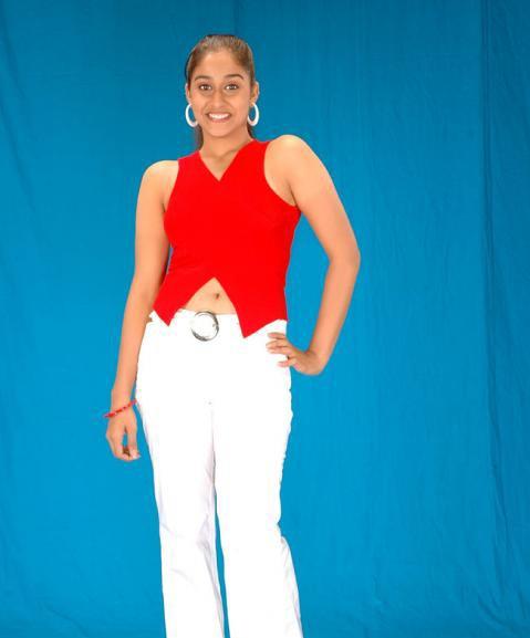 Desi masala beauty Regina hot pics revealing her navel
