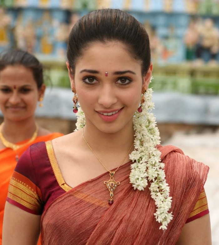 Tamanna In Tadakha Halfsaree: ALL MP3 SONGS AND IMAGES FREE DOWNLOAD: TAMANNA VERY CUTE