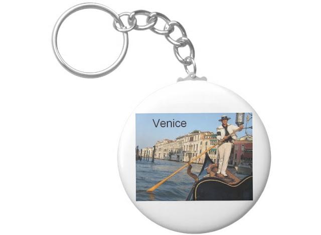 Lojas nas redondezas de pontos turísticos em Veneza