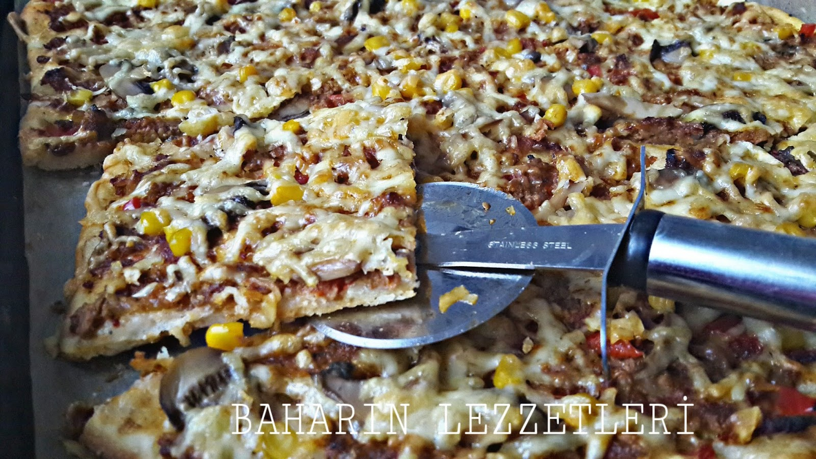Kıymalı Tepsi Pizzası Tarifi