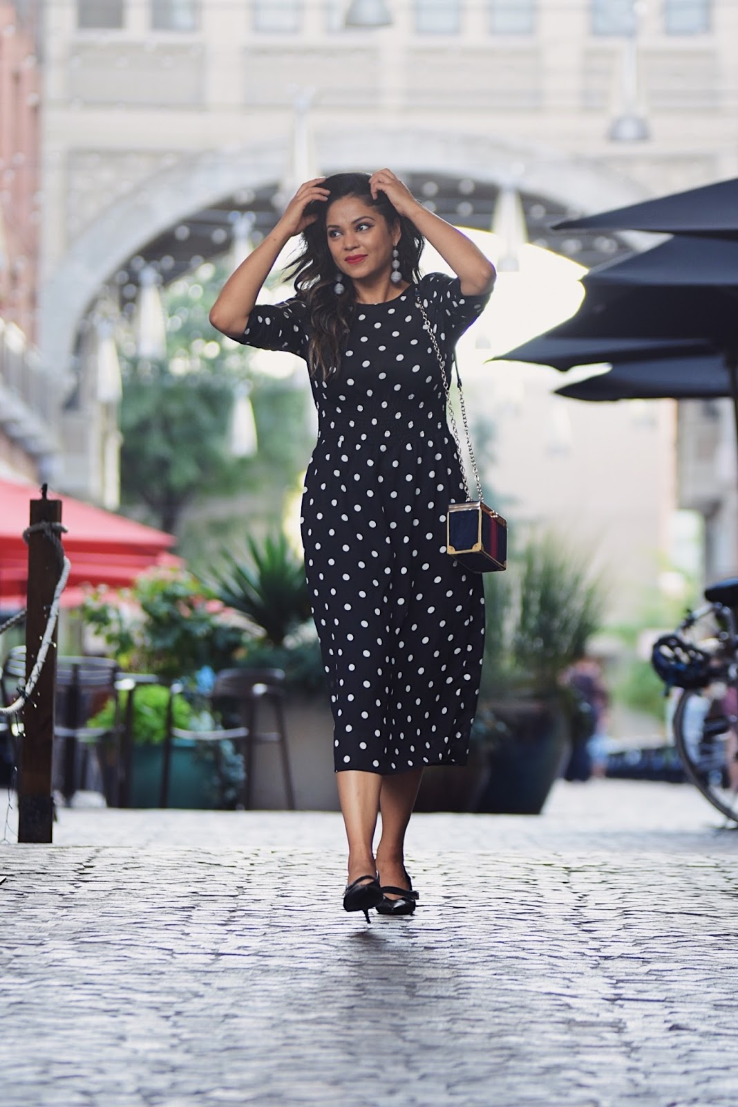 how to wear  a polka dot midi dress, hm ruched sleeve dress, midi dress, black dress and duster jacket, duster sweater, street style, french style. myriad musings