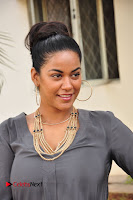 Actress Mumaith Khan Pictures at Thikka First Look Launch  0007.JPG
