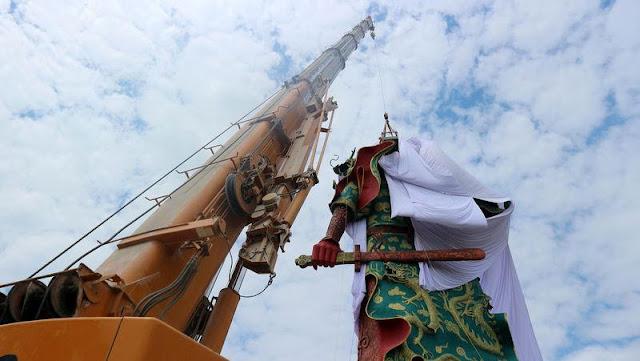 Patung Guan Yu Di Tutupi Kain