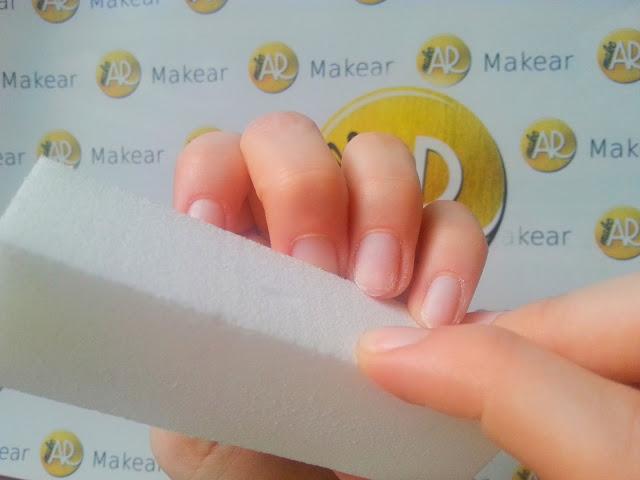 matowienie plytki paznokcia bloczkiem polerskim