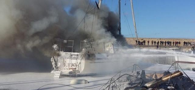 Εκδήλωση πυρκαγιάς σε ανελκυσμένο Ι/Φ σκάφος στην Πρέβεζα