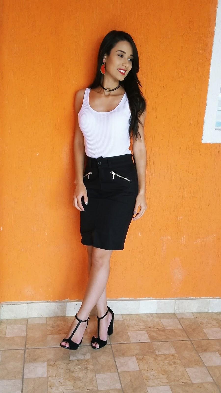 Look do Dia: Saia de Cintura Alta + Blusa Branca