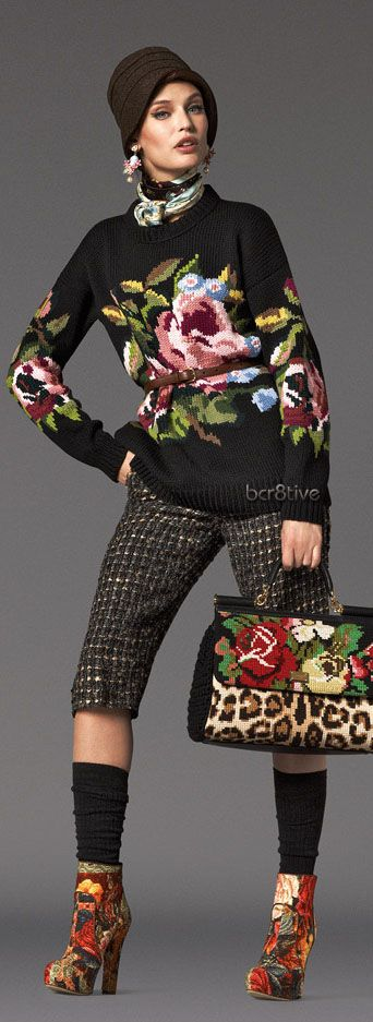 sweter w wielkie kwiaty