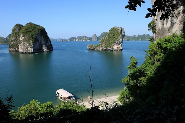 Experience the most attractive tourist on Halong Bay 1