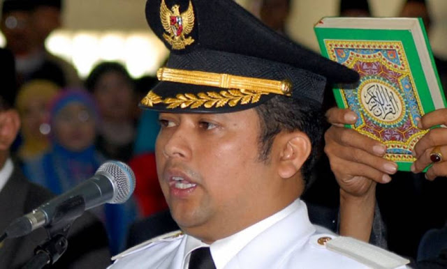 Indonesian Mayor Says Instant Noodles And Milk Formula Make Babies Gay