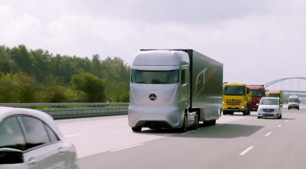 Εντυπωσιακή νταλίκα της Mercedes- Benz με αυτόματο πιλότο από το μέλλον!
