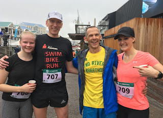 André, Marina und ihrer Tochter beim IFR International Friendship Run 2018 Two Oceans Marathon