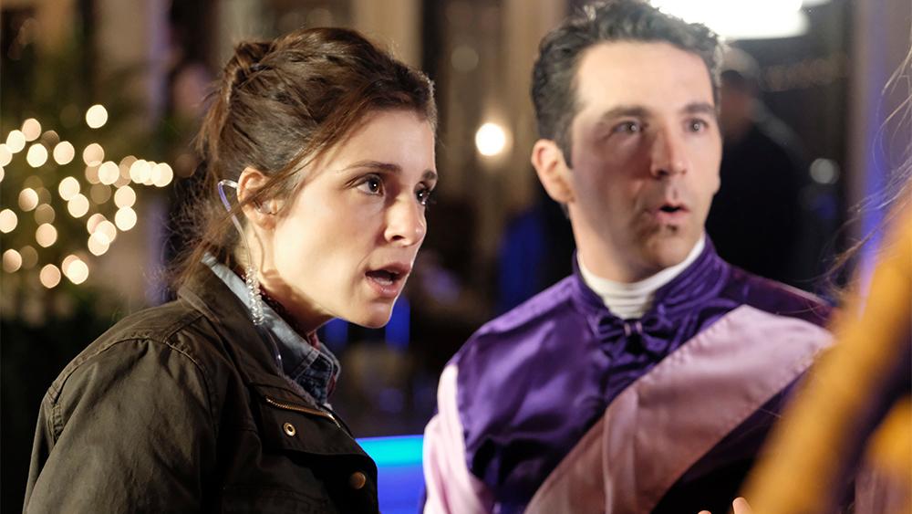 Rachel y uno de los pretendientes en la tercera temporada de 'UnReal'
