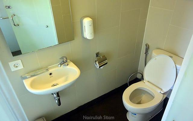 Bagian sudut toilet kamar
