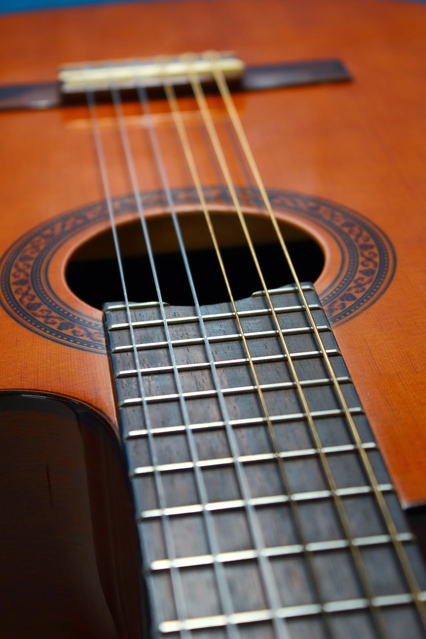 acoustic guitar for small hands. Black Bedroom Furniture Sets. Home Design Ideas