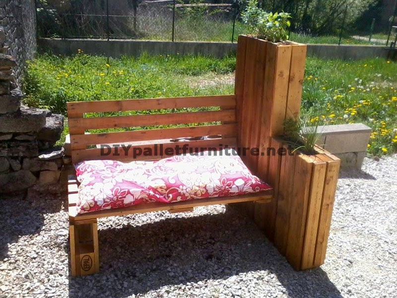 banco jardinera para tomar el sol de palets. Black Bedroom Furniture Sets. Home Design Ideas