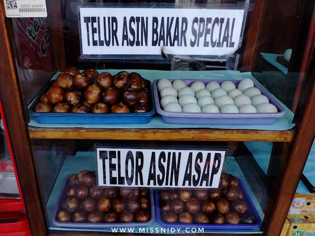 beli oleh-oleh telur asin di brebes