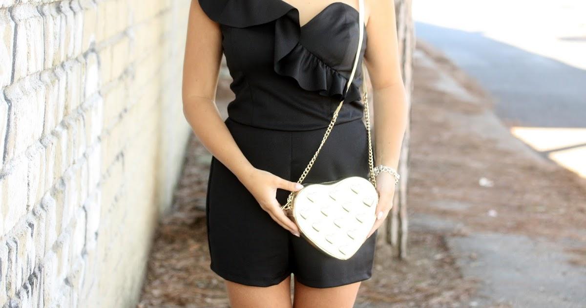 Outfit elegante: Tutina con rouches e borsa a cuore oro